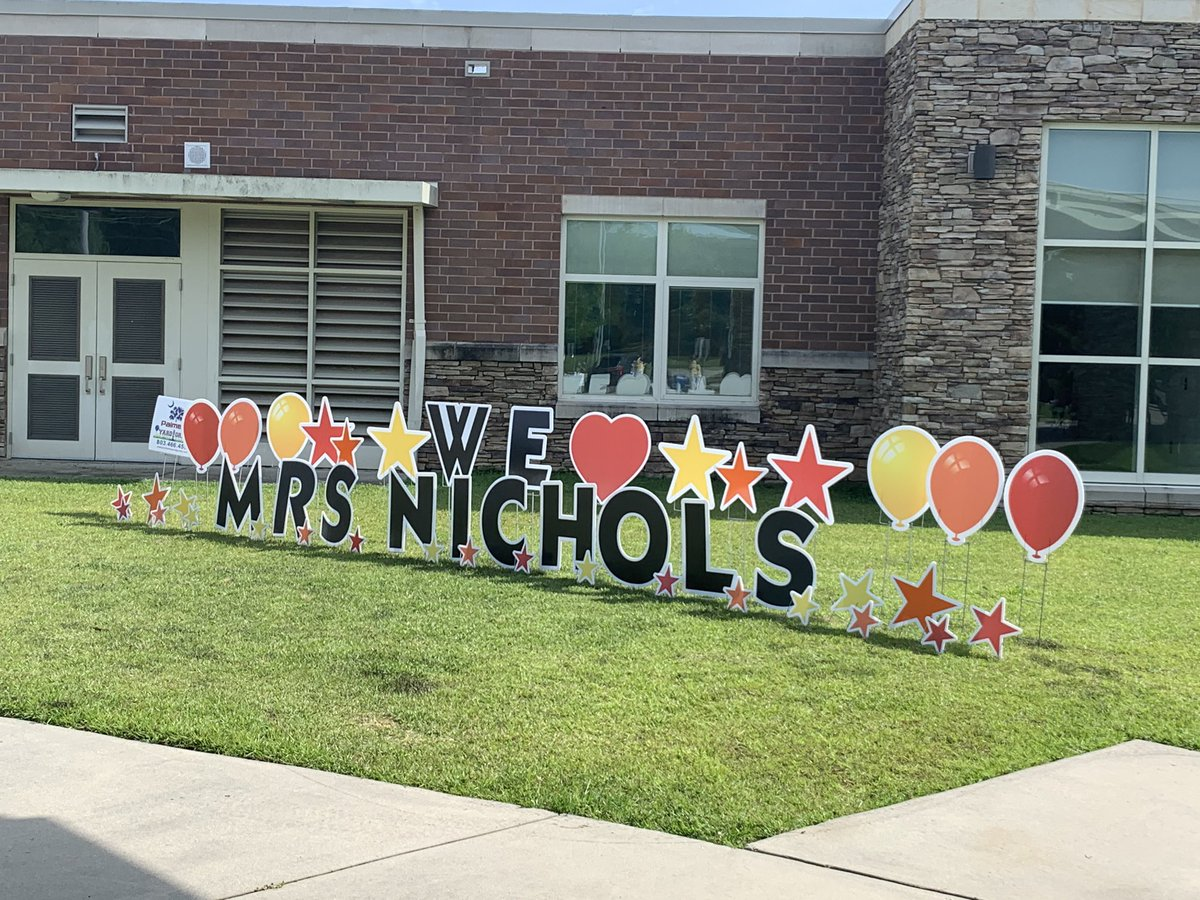 Rangers, you showed up BIG for our farewell parade! We LOVED seeing each one of you and all the special signs you made for Mrs. Nichols and your teachers! Happy summer! #gomakeyourselfproud #oneRCE https://t.co/rIWbPqtLCm