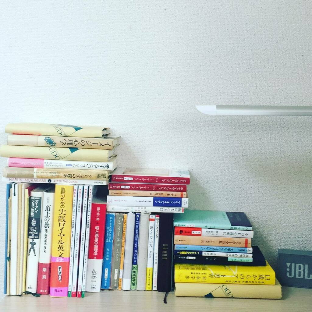 on my desk  #books #bookstagram #book #desk #onmydesk #onmydesktop #積ん読 #積読 #積ん読本 #積読 https://instagr.am/p/CAwO35OJGwc/pic.twitter.com/vtKRgJhjr2