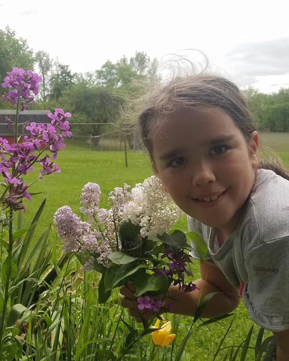 Some of my loves, daughters, outside, flowers...#arianna #london #poppies #lilacs #backyard #liveyourbestlife #iloveyou #michigram https://t.co/7KOB9xKfXU