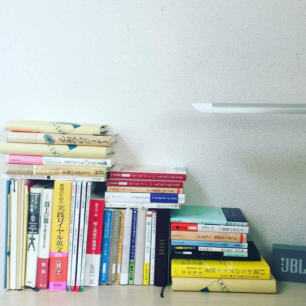 on my desk  #books #bookstagram #book #desk #onmydesk #onmydesktop #積ん読 #積読 #積ん読本 #積読pic.twitter.com/LSJsT3bH6R