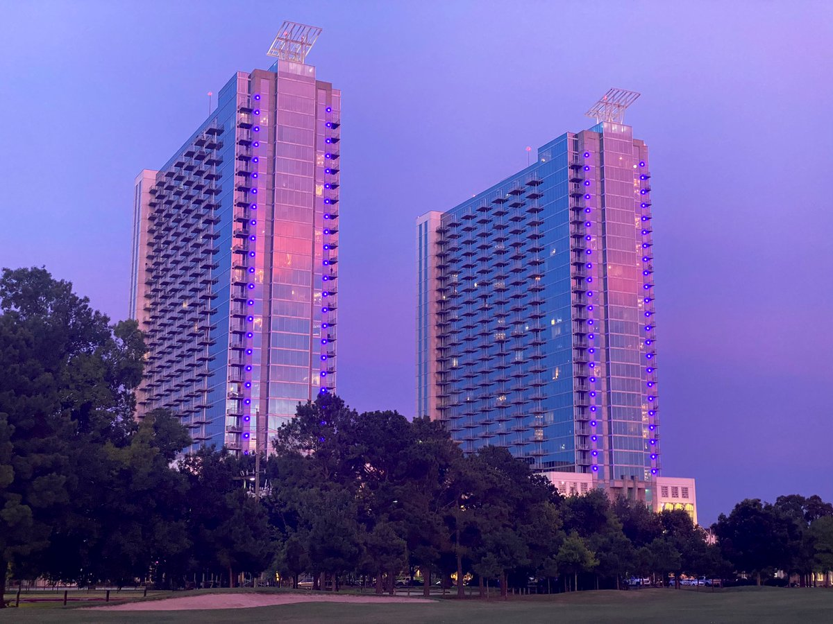 After The Rain: Colorful sunset in the Bayou City #Houston pic.twitter.com/DFKE4EaqTW