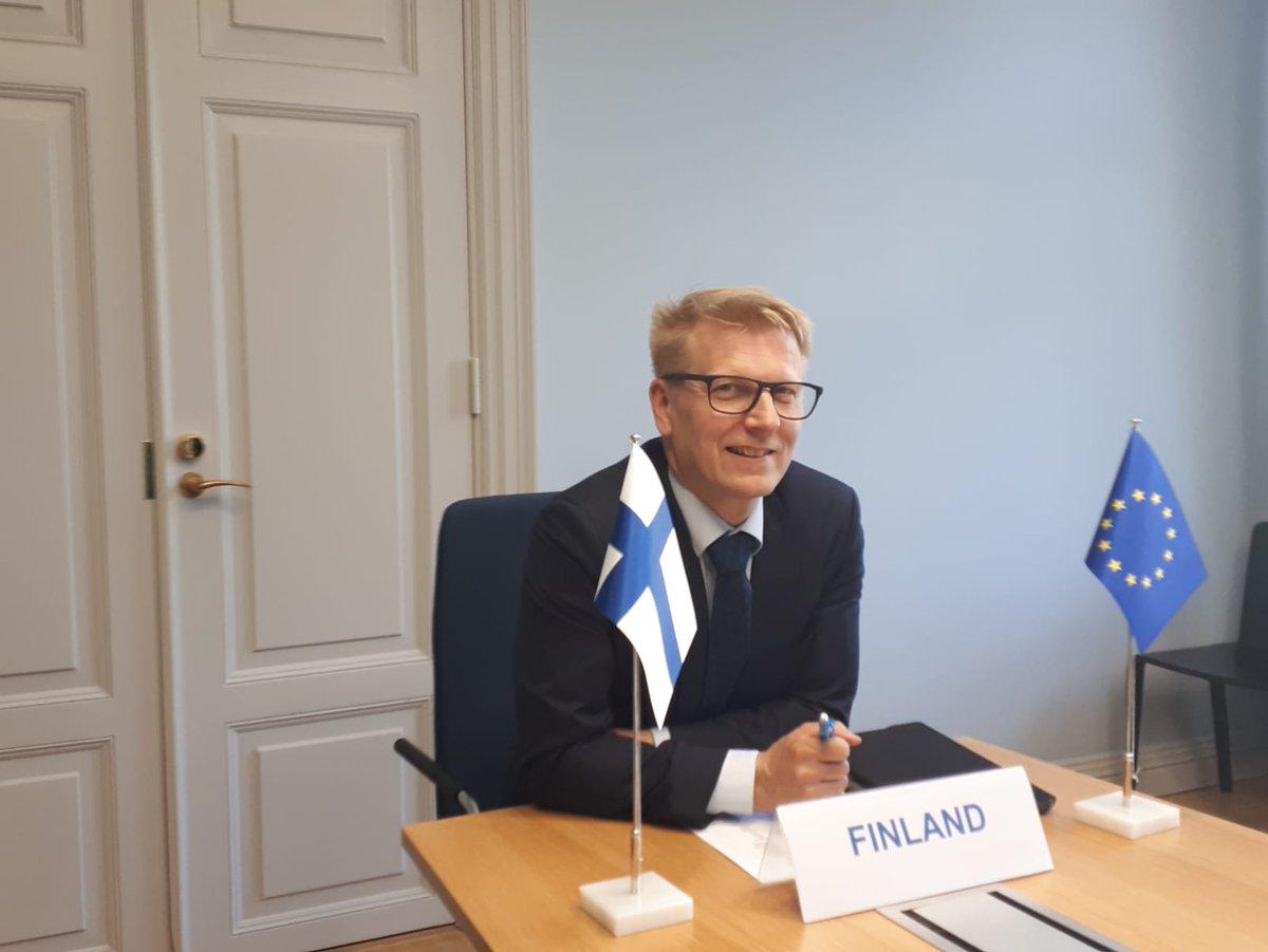 Tänään on EU:n kilpailukykyministereiden kokous. Aiheina mm:  🔸 Tutkimuksen ja innovaatioiden merkitys EU:n elpymissuunnitelmassa ja työpaikkojen kehittämisessä 🔸 Koronakriisin vaikutukset eurooppalaisen tutkimusalueen (ERA) kehittämiseen 🔸 Avaruusratkaisut  #COMPET #SuomiEU