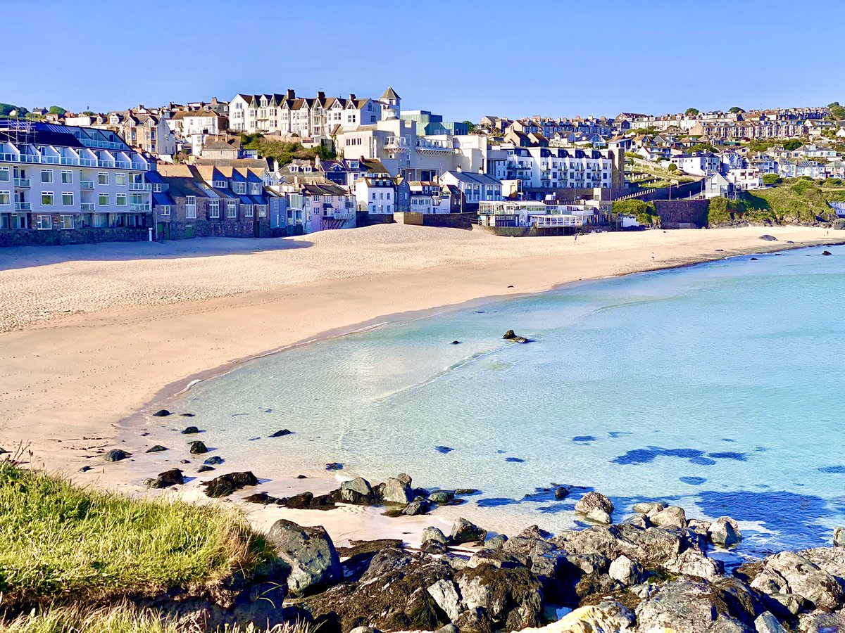 Why when you have this amazing beautiful beach leave it like a shit tip rubbish all over this morning it's disgusting .. TAKE HOME YOUR RUBBISH 👊🏼  #StIves #cornwall @beauty_cornwall @BBCCornwall https://t.co/QCX7gsJ6zv