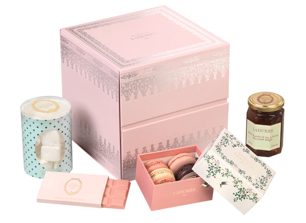 Des macarons pour la fête des Mères 2020 https://t.co/GqEUmfNm3o  #gourmand #dessert #sucré #cadeau #fetedesmeres #patisserie #luxe #ideecadeau #coffret #laduree #pierreherme #laglacerie @MaisonLaduree @PierreHerme_FR https://t.co/Sdj8ucs3gA