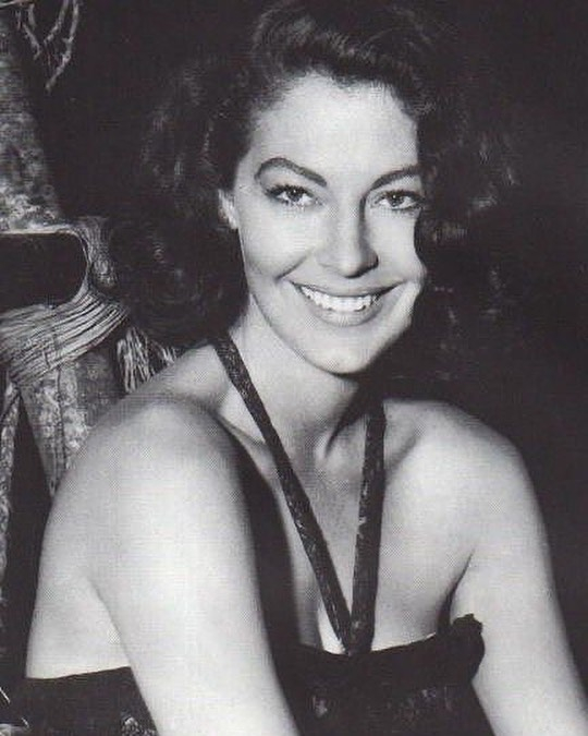 https://soo.nr/BXPW   Ava Gardner, 1940s.  #avagardner #1940s #film #movies #hollywood #oldhollywood #classichollywood #oldhollywoodglam #oldhollywoodstars #oldhollywoodactress #photography #blackandwhitepic.twitter.com/WC8E4ZcCZb