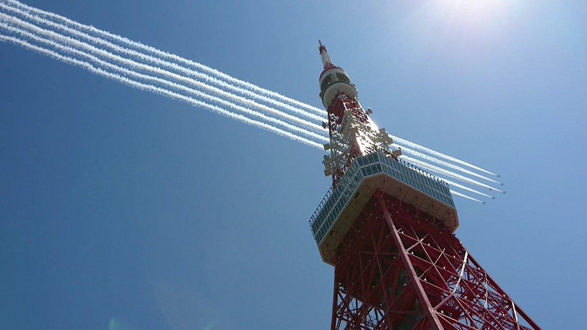 頑張って撮った。ブルーインパルスと東京タワー。
