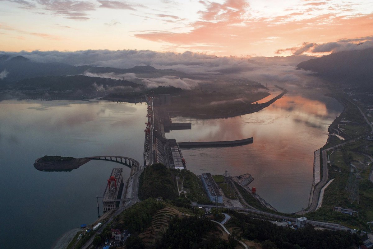 After the storm, the view of  the Three Gorges Dam looks even clean and beautiful. #Summer2020 #beautifulchina<br>http://pic.twitter.com/NdkfmQ4rOr