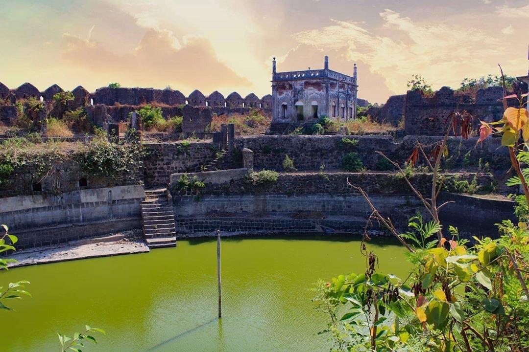 The Majestic Fort  has natural fresh water lakes and a deep well which is still functioning. This breath-taking view of Murud Janjira Fort will surely leave you mesmerised#historyfacts#maharashtrahistory#dhyas_Sahyadri#Sahyadri#murudjanjirafort#exploreindia #muruddairespic.twitter.com/0WAZ8WUtoo