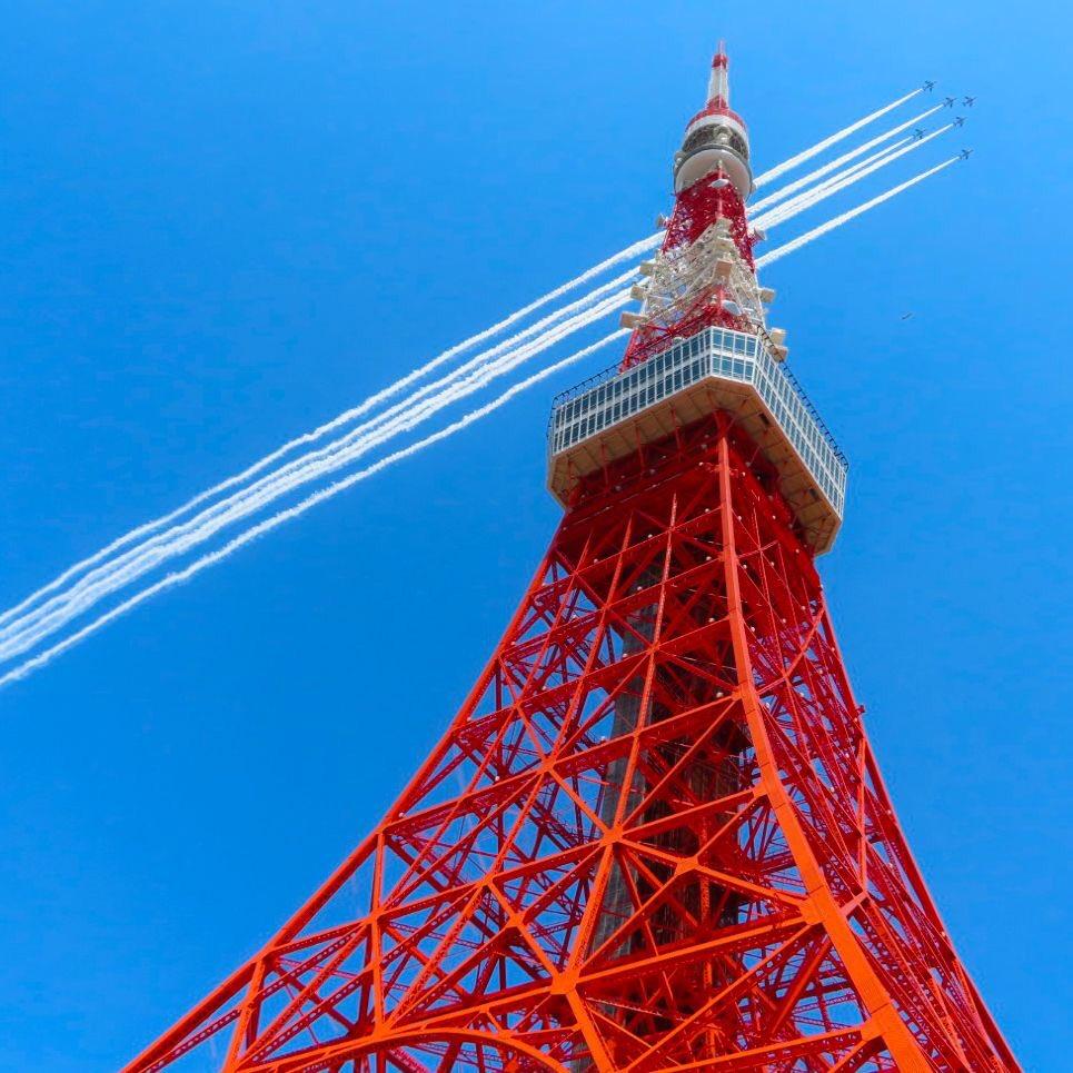 今日の東京タワー。ブルーインパルスによる感謝飛行と東京タワーです。#ブルーインパルス#医療従事者にエールを