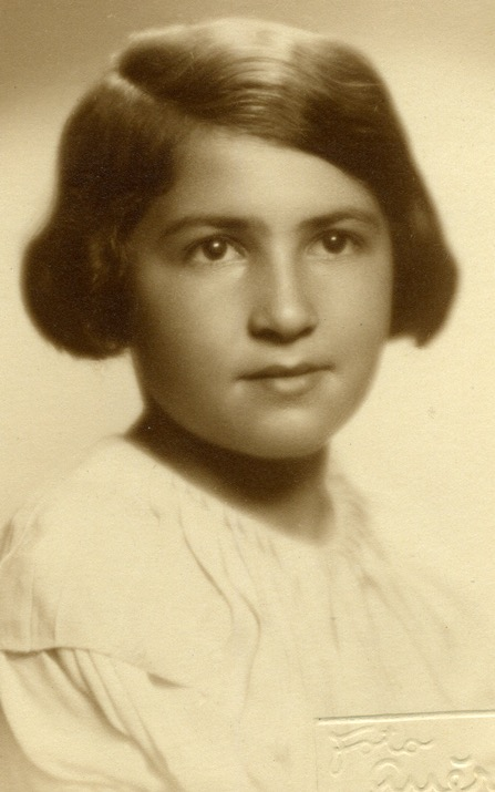 29 May 1929 | Czech Jewish girl Eva Tanzerová was born in Prague. Deported to #Auschwitz from #Theresienstadt Ghetto on 6 September 1943. She did not survive.