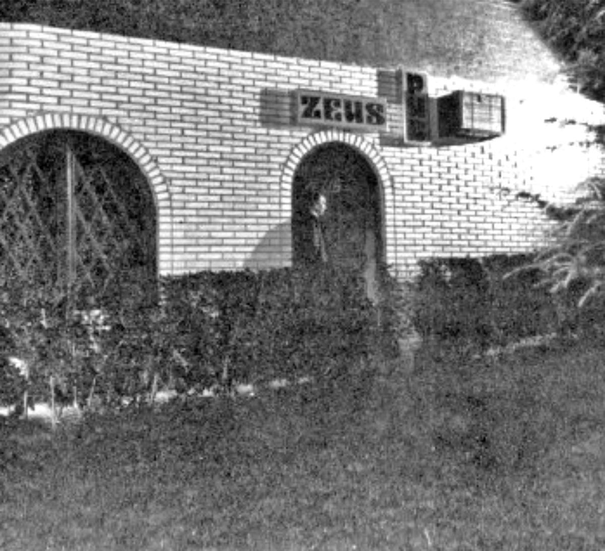 ¡Buenos días#Alcorcón! Así era el Pub Zeus en la calle Cantarranas en 1978. Pongamos que hablo de Alcorcón. Soy de https://t.co/O5CuDMRoZi #AlcorcónAntiguo #MeGustaAlcorcón #foto #fotografía #photo #alcorconhoy https://t.co/LdhIKgJEkn