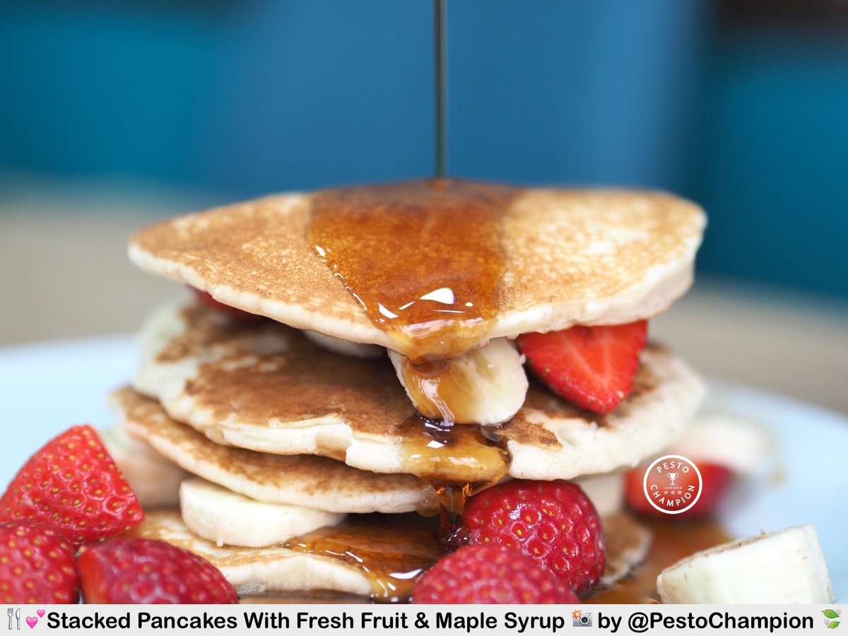 Celebrating the morning with a tasty stack of warm pancakes with maple syrup & bananas for #breakfast at  PerryLicious in Teignmouth, Devon, UK (ツ)   . Click this link to see the video https://twitter.com/PestoChampion/status/1055334979931119616…  . Have a lovely Foodie day from #Pestochampionpic.twitter.com/30qrGJ0Suf