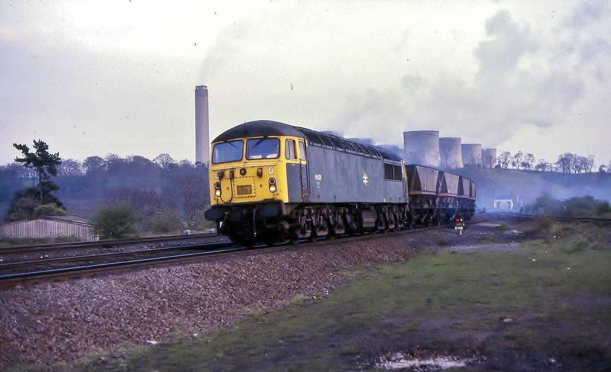 A picture I took just over 33 years ago showing 56 021 at Trent Junction on 17-04-87 with empties out of Ratcliffe Power station #class56 #kingcoal #railways #power pic.twitter.com/ueCAWzp4sN