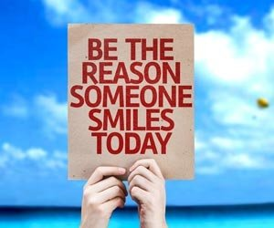Be The Reason Someone Smiles Today  #KindnessMatters #Love #Caring pic.twitter.com/PnGvbVumLQ