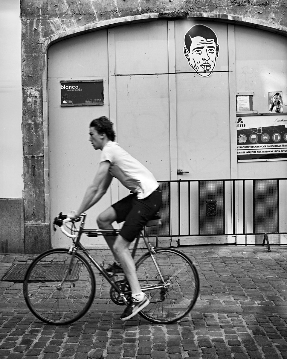 """Jacques Brel"" is watching you ""https://t.co/UsadS26T76 #streetphotography #Brussels #Belgium #blackandwhite #monochrome #dailylife #fujifilm_xseries #fujifilmxe3 #fujinon35mm #fujifilm #fujifilm_street #street #photography #streetart #cycling #bike #mobility #COVID19Pandemic https://t.co/pc2GS7gHtN"