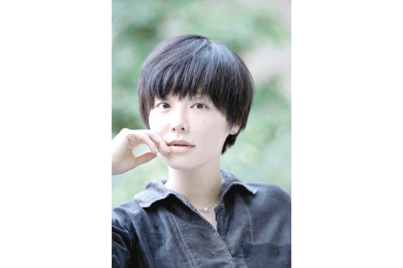 #BibliotecaFantasma de @tintavioleta | El esposo extraterreste bit.ly/3ce5wYM En Mi marido es de otra especie, la dramaturga japonesa, Yukiko Motoya le otorga un sesgo fantástico y terrorífico al hecho de empezar a parecerse físicamente a la pareja.