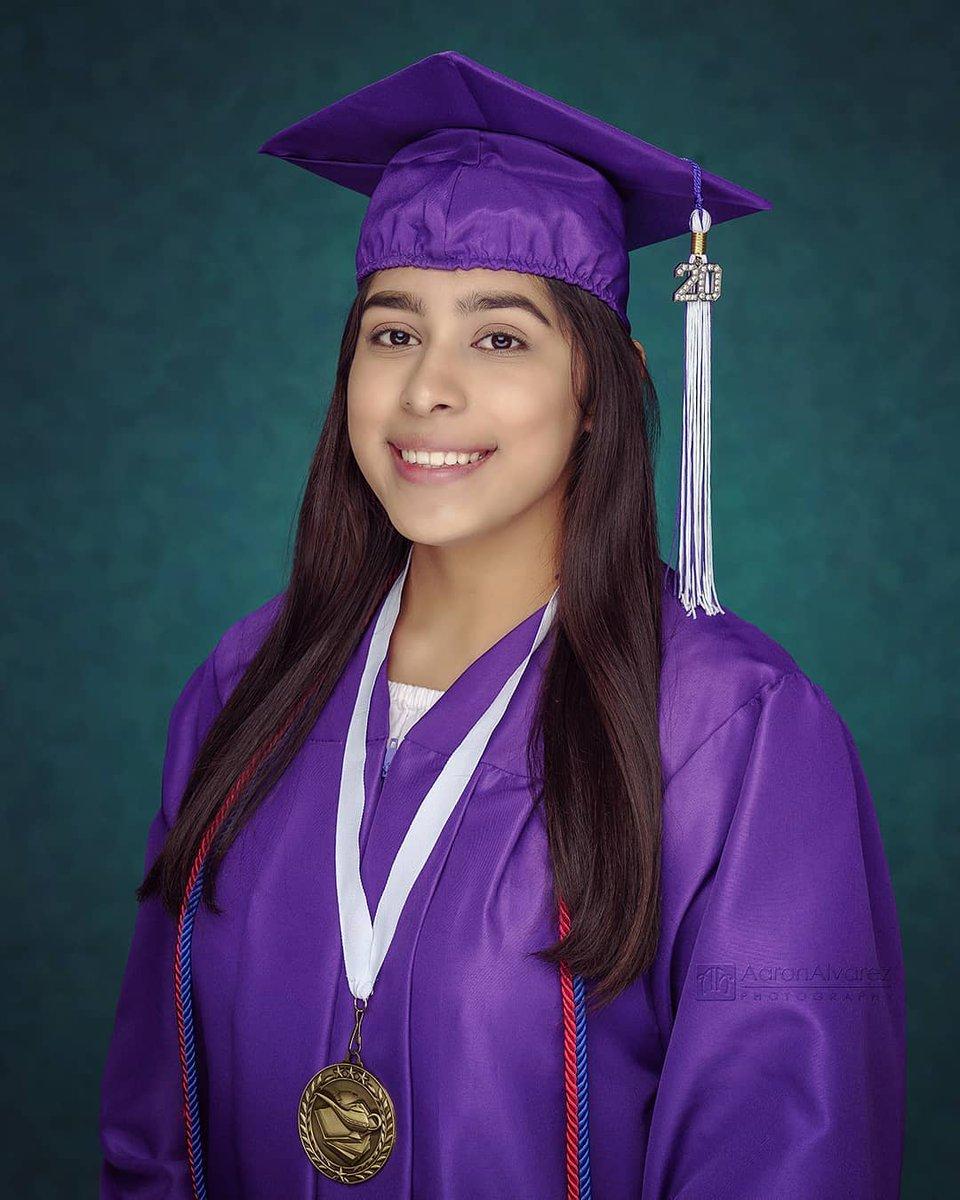 Congratulations Frida! Future business administration and marketing major graduating from Santiago High School in Garden Grove and transferring to CSU Dominguez Hills .  #portrait #portraitphotographer #headshotphotographer #OCPhotographer #SantaAnaPhotographer #StudioPortrait #Spic.twitter.com/BiQjdZdya2