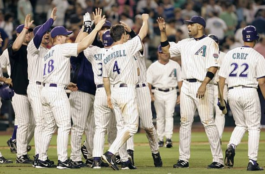 5/28/05 – SP Javier Vazquez hit his first-career HR (385ft) to tie the game at 4 in the 7th (7inn., 10H, 4ER, 0BB, 4K) and Kelly Stinnett (had contract purchased from AAA that day and arrived at the ballpark at 4:30pm) drew a walkoff walk as the #DBacks beat LAD, 5-4. #RattleOn pic.twitter.com/61UT15ULuc