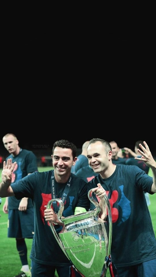 The best midfielders i have ever seen who achieved everything there is in football. #football #viscabarca #bestpic.twitter.com/WQxImIvhfI