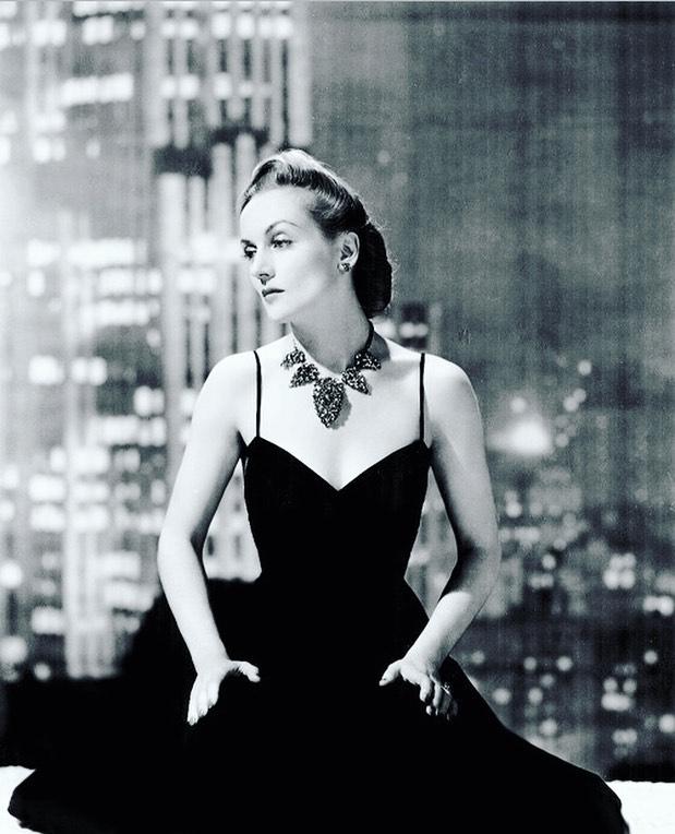 https://soo.nr/wLyo  Carole Lombard wearing a knock 'em dead necklace. 1940.  #carolelombard #1940sglam #1940sglamour #1940snecklace #goldenageofhollywoodactress #oldhollywoodglam #oldhollywoodglamour #oldhollywoodactresspic.twitter.com/Ck1pQkCUoK
