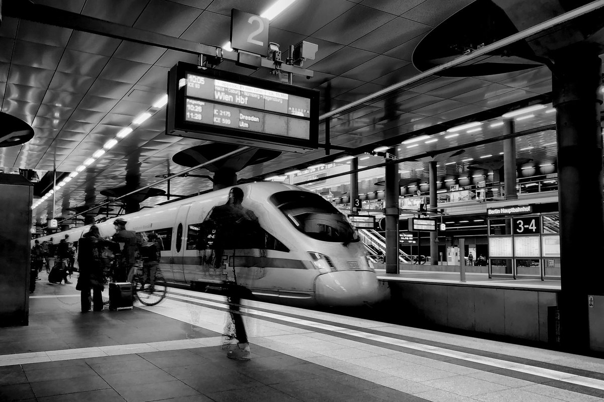 The inner drive is like the rattling of a train that constantly follows new destinations on its travel route  #berlin #photography #photo #blackandwhite #monochrome #visitberlin #weilwirdichlieben #DB_bahn #BVG_Kampagnepic.twitter.com/yRt5MIS0uJ