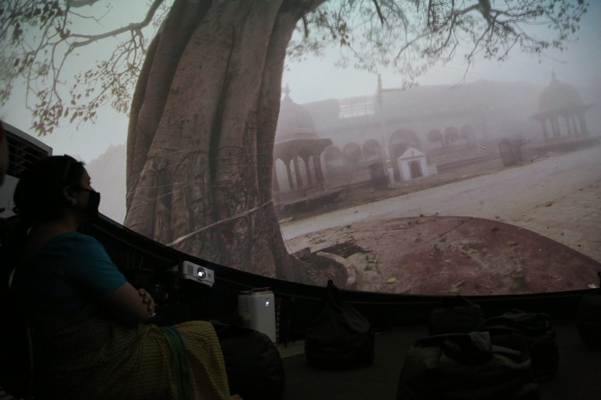 Joint Secretary, @MinOfCultureGoI, Smt. @nirupamakotru is seen visiting the Gandhi Darshan Museum at Rajghat today. She also visited the digital exhibition in the dome. Director, GSDS, Shri Dipanker Shri Gyan is seen explaining the digital installation. #Gandhi150 #Mahatma150