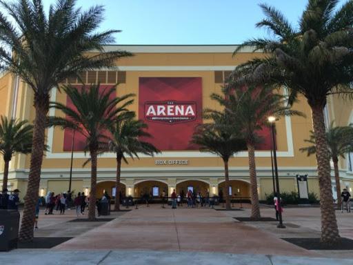 También en dicha conferencia, la #NBA prefiere que los entrenamientos grupales de equipo, sean directamente en Disney World, Orlando.  Con esta medida, los GM's creen que es la mejor manera para seguir controlando el COVID-19.  Vía @KevinOConnorNBA https://t.co/WyQr8xHaUQ
