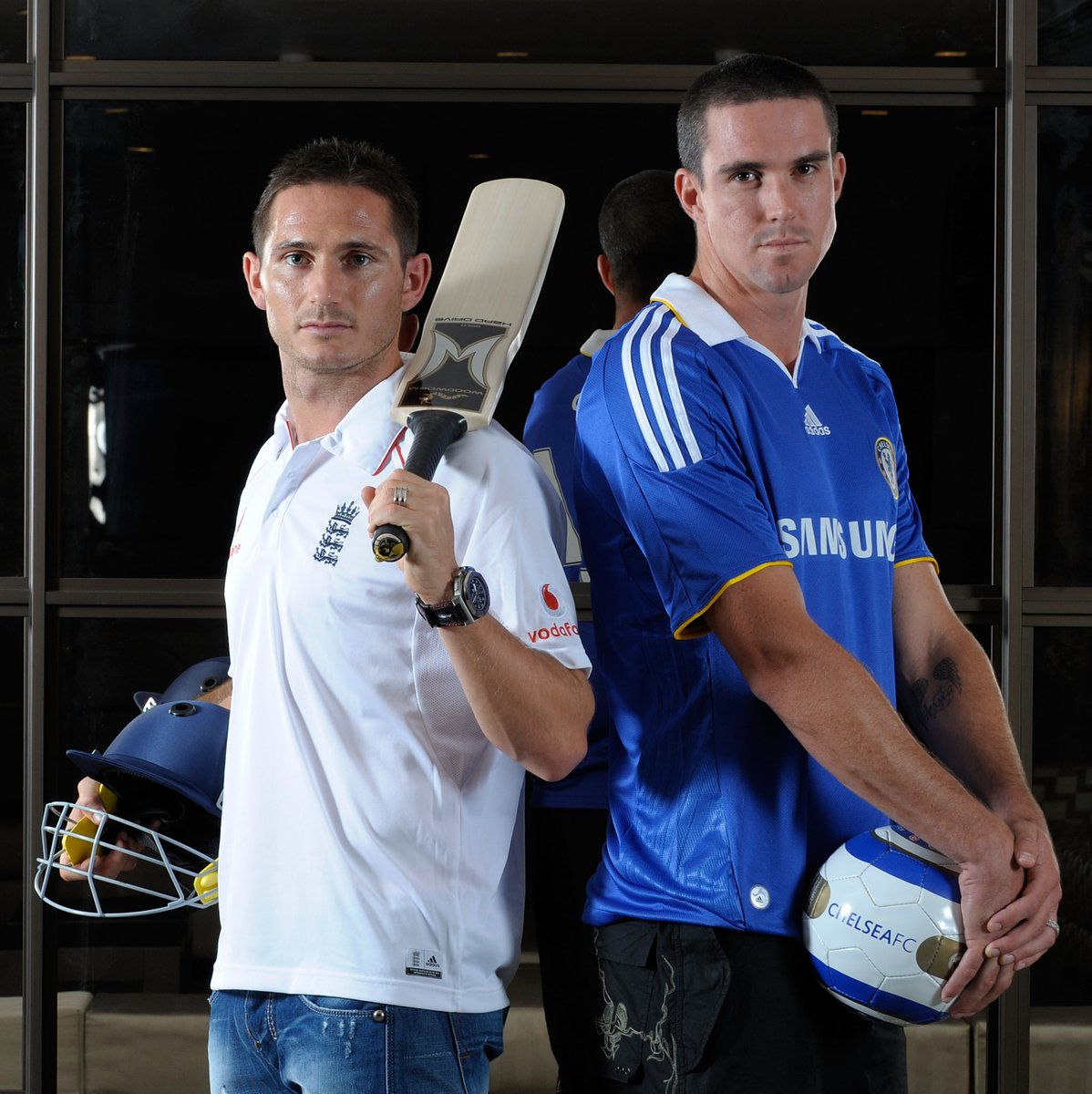Which stars could switch sports and still shine?  Frank Lampard with England cricket star Kevin Pietersen in 2008   #UCL pic.twitter.com/g0SVOVbTkg