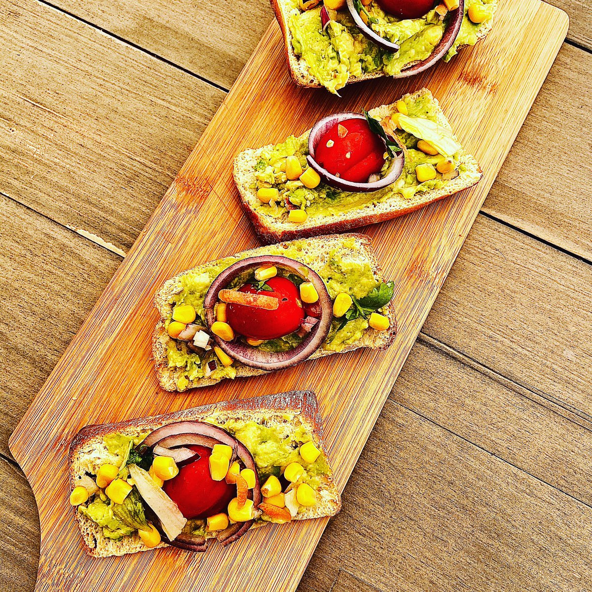 A little bit of lunch  avocado, corn, onions and tomatoes on warm sourdough bread #vegan #plantbased #veganfood #vegetarian #crueltyfree #healthyfood #glutenfree #food #organic #healthy #govegan #vegansofig #swansea #walespic.twitter.com/jG0p11DSJA