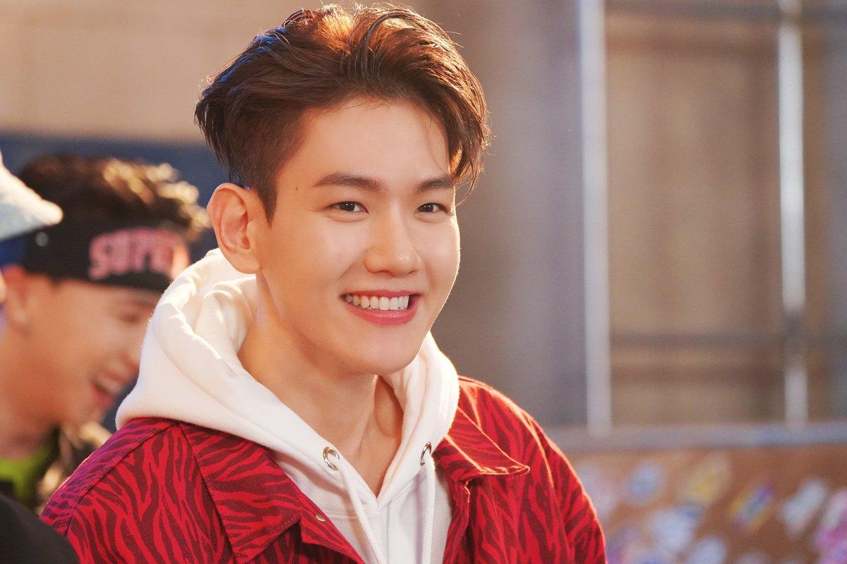 @weareoneEXO @B_hundred_Hyun smile as sweet candy!!   #백현 #BAEKHYUN #엑소 #EXO #weareoneEXO #Delight #Candy #BAEKHYUN_Candy #큥이_에리_기가막힌_케미스트리 @B_hundred_Hyun @layzhang @weareoneEXO https://t.co/MU301CB02P