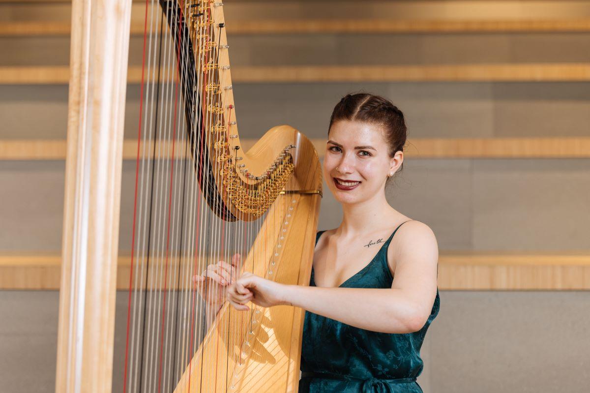 Bekijk het bijzondere harpconcert in een leeg Wijnhaven. Voor onze studenten en medewerkers: https://t.co/wYhHRoQO7r  In het teken van (online) FGGA Kunst- en Cultuurweek. https://t.co/paW83zs2kK