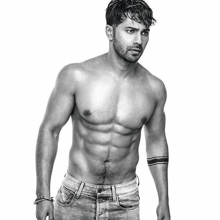 @varundvn toned body is too hot to handle! Yay or Nay? . . . . . #star__bollybuzz #varundhawan #bollywood #bollywoodactor #toned #bodygoals #toohottohandle #quarantinelook #quarantine #bollywoodimages #bollywoodpictures #celebrity #bollywoodnews #bollywoodupdates #bollywoodheropic.twitter.com/8kQiA2Bjn3