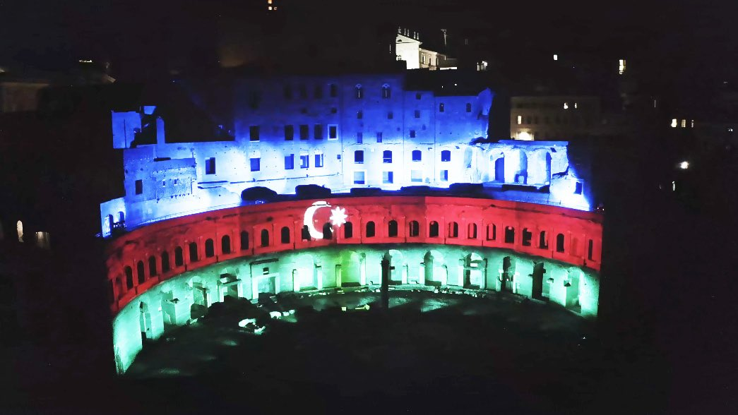 Famous Trajan's Market #MercatiDiTraiano in #Rome illuminated with the colors of the national flag of #Azerbaijan  to celebrate the #RepublicDay of Azerbaijan.  Thank you for this fascinating view, #Italy!pic.twitter.com/qPj9SiotYF