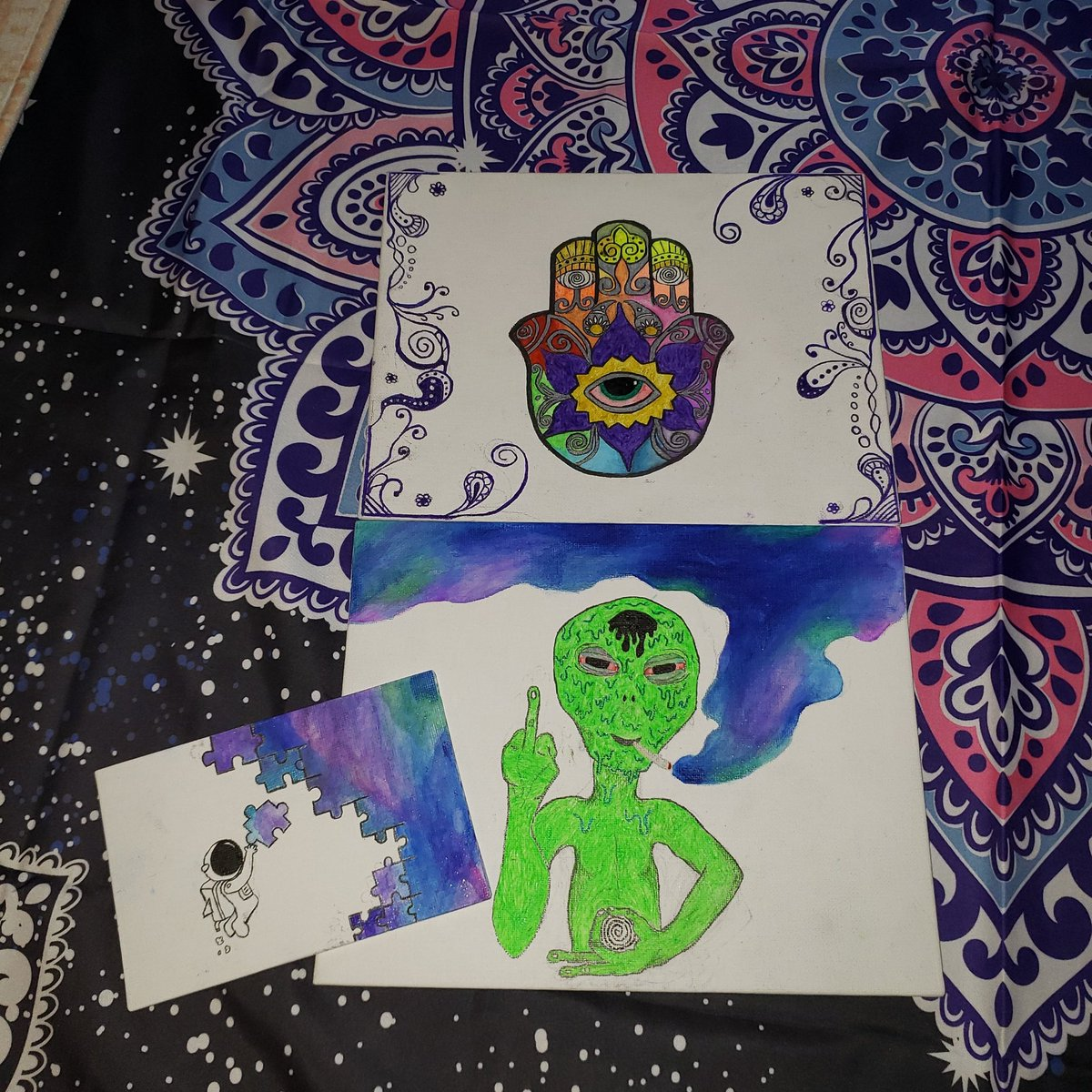 drawing has really helped with my anxiety. it gives me something to put my focus, and i am so grateful!! #handmade #hamsa #hamsadrawing #forsale #artforsale #buymyart #galaxyart #alienart #trippyart #trippypic.twitter.com/W0fuK5l32B