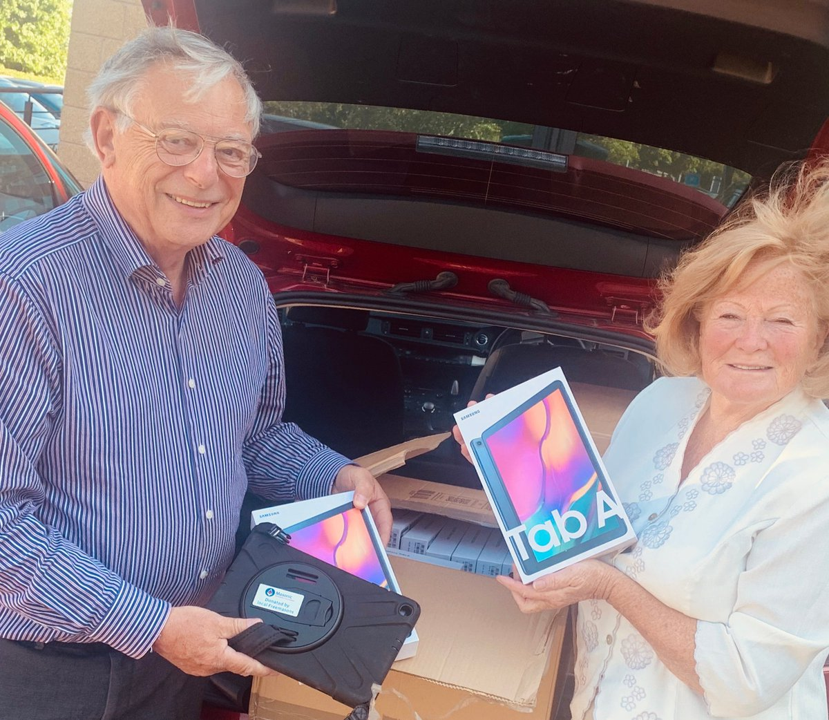 To support our patients with virtual visiting, enabling friends and families to stay in touch with loved ones, @WorcsMasons have donated 30 samsung tablets that will be used throughout our COVID wards @WorcsAcuteNHS