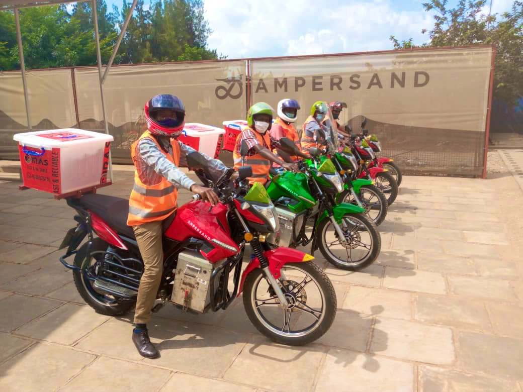 Happy Friday #RwOT! You can now get your deliveries via #electricmotorcycle! We're exploring new #ecommerce partnerships, the first with local delivery company Birashaboka (WhatsApp: 078 552 5716) #GreenRwanda #ElectricMobility #BuildBackBetter pic.twitter.com/f7OnAWTPHG