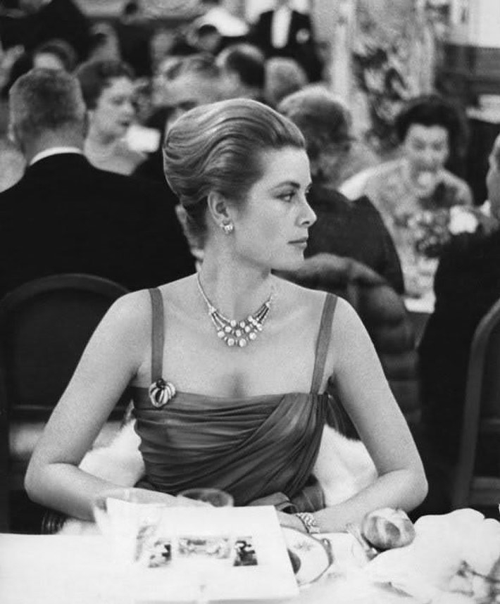 https://soo.nr/HC1D   Princess Grace, late 1950's #gracekelly #princeesgrace #princessgraceofmonaco #oldhollywood #oldhollywoodglamour #oldhollywoodglam #oldhollywoodstars #oldhollywoodactress #oldhollywoodstyle #oldhollywoodstar #oldhollywoodfanspic.twitter.com/EsZs2uxc1K