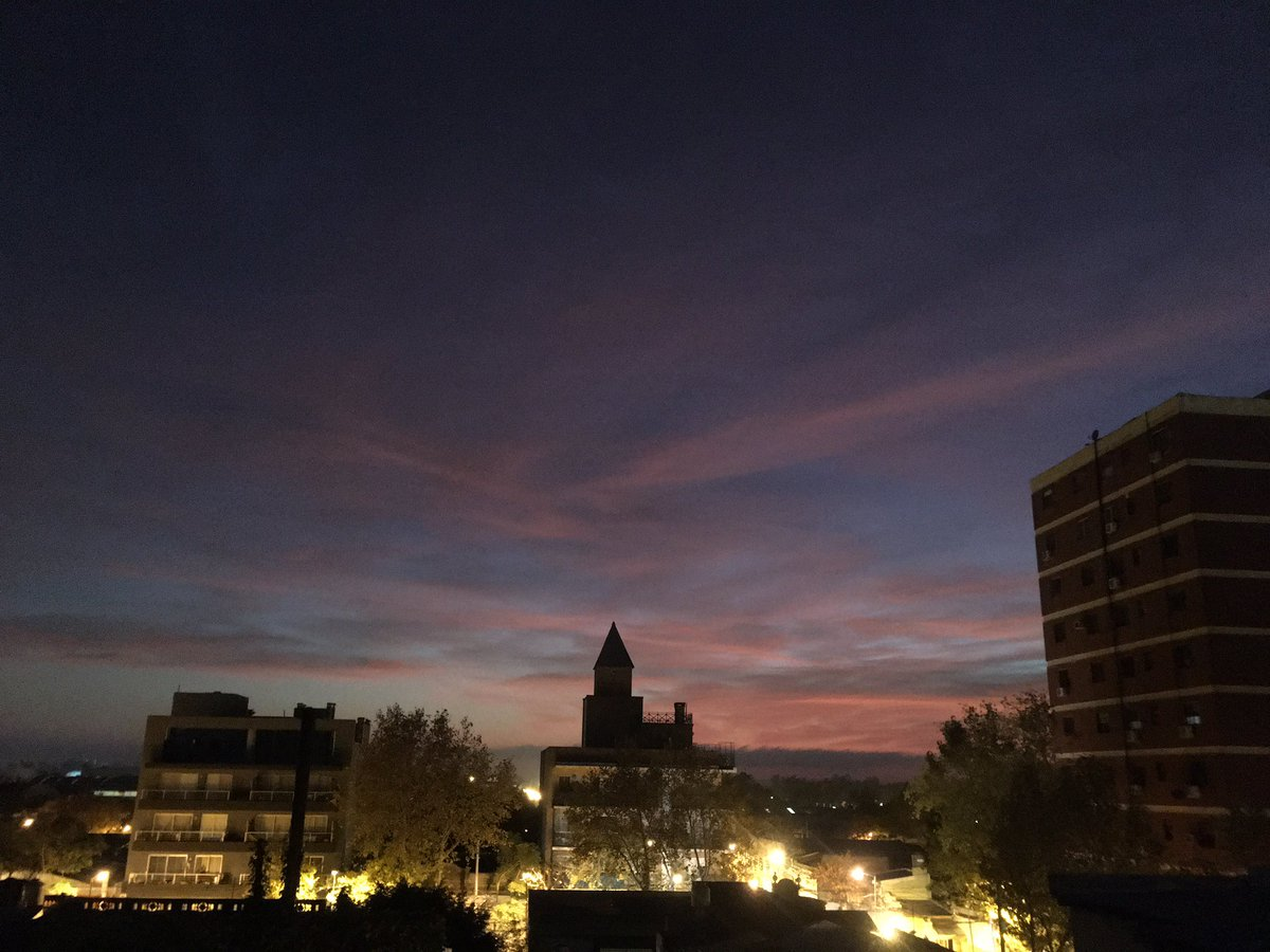 Ohhhh my Goshhh.. what a wonderful autumn sunrise  #BuenosAires #Argentina  pic.twitter.com/T412fZxuk4