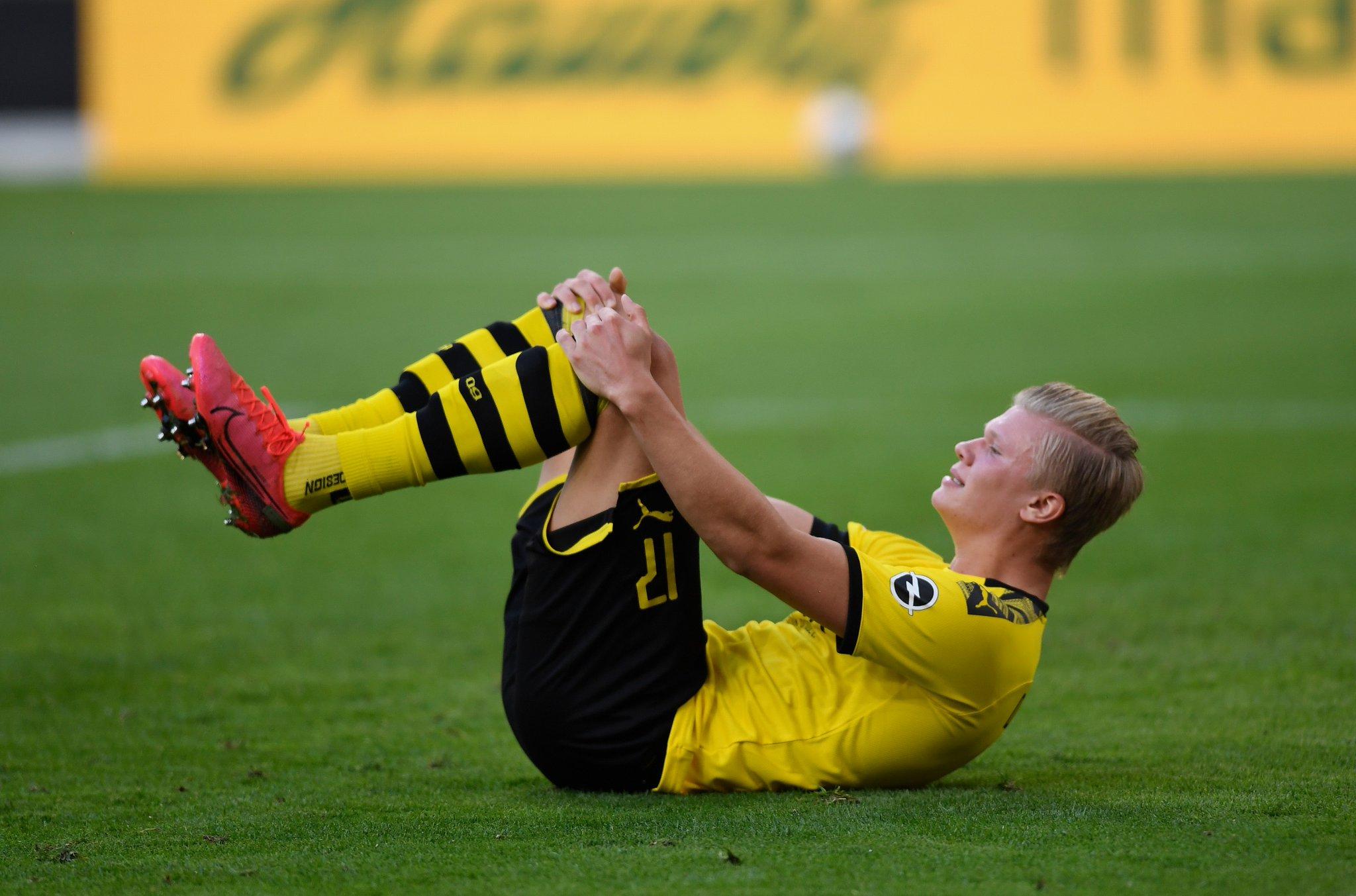 Soi kèo Paderborn vs Dortmund: Chưa buông xuôi