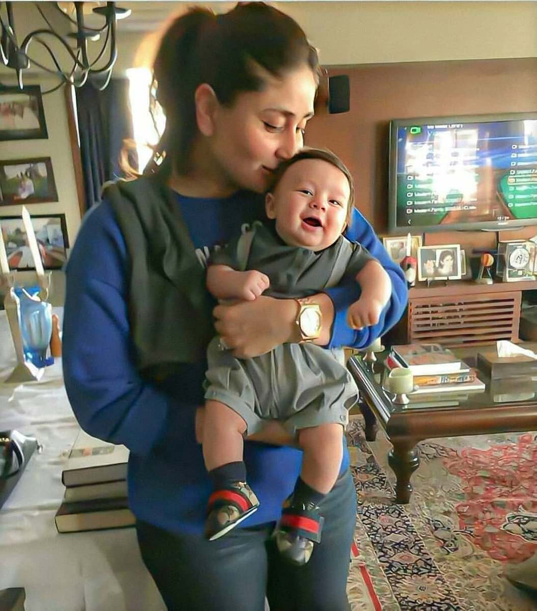This throwback picture of #KareenaKapoorKhan holding lil #Taimur is the cutest picture you will see today.