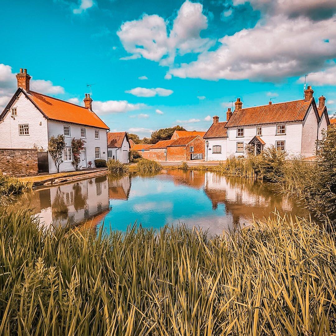 The English Village Pond ———————————— Bishop Burton : East Riding of #Yorkshire ———————————— #englishtourismweek20  #welcometoyorkshire #ThisIsEngland #igersuk #LoveGreatBritain #OMGB #MyMicroGap #bbcyorkshire #bbcweather #bbclooknorth #itvcalendar #photographypic.twitter.com/TLypaD52E9