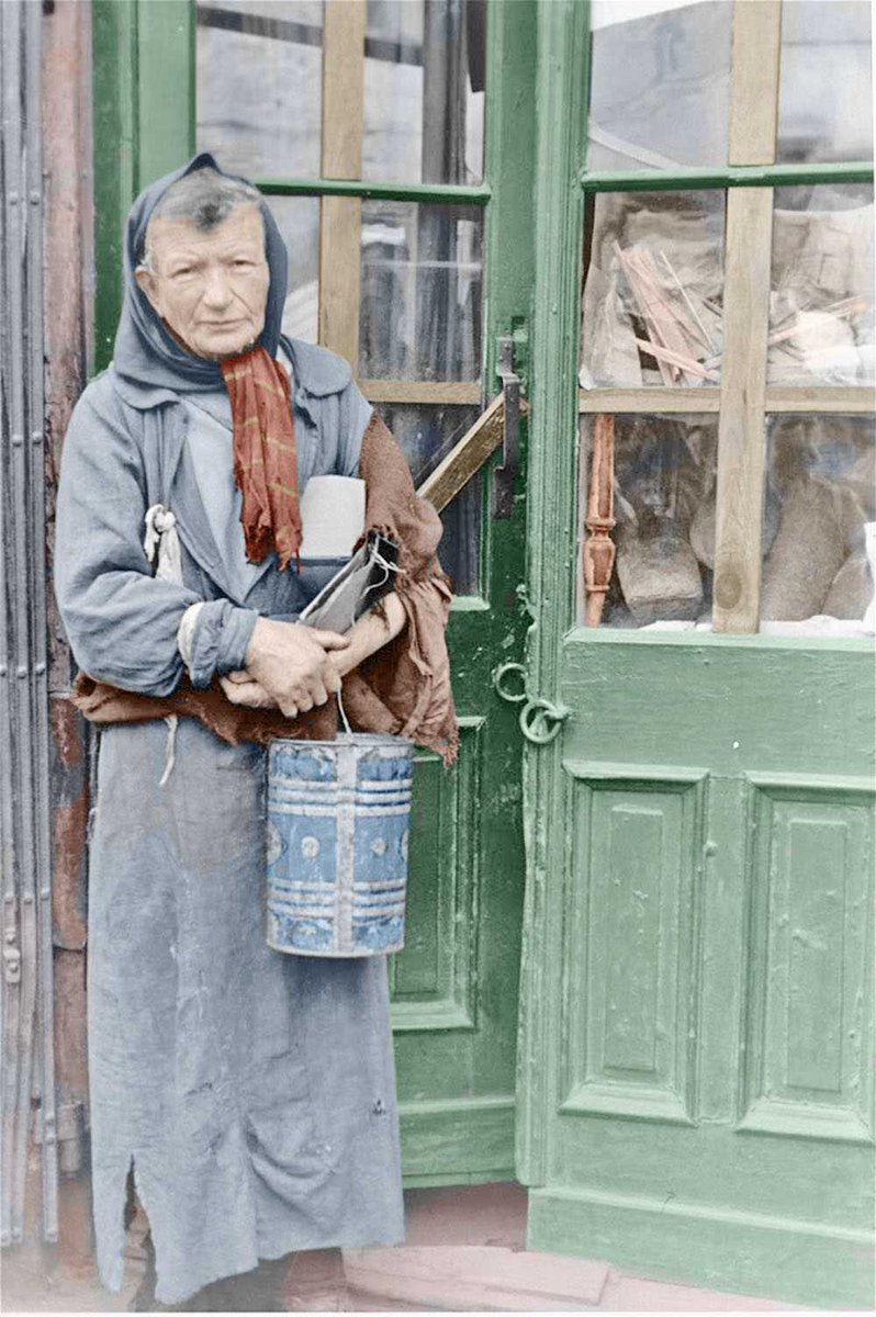 A shopkeeper in the Warsaw Ghetto. Digitally colourised by http://www.tunnelbreeze.com #Warsaw pic.twitter.com/bHT7fb1UJ9