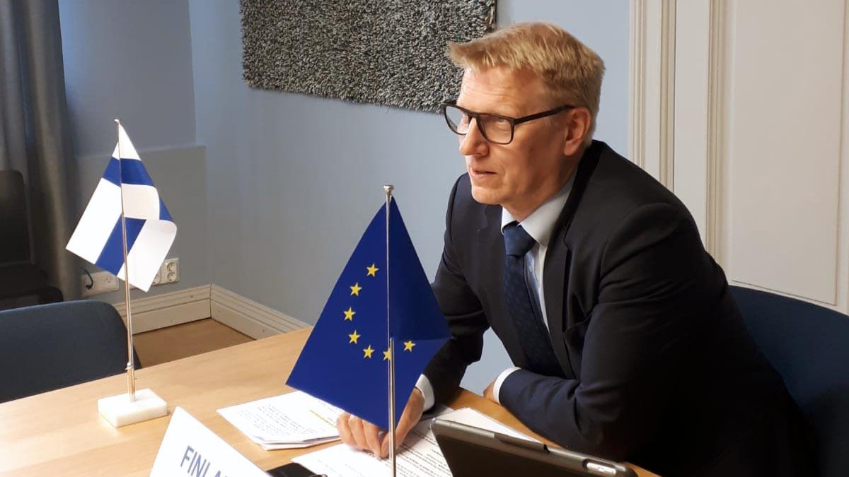 – EU reagoi nopeasti heti koronaepidemian puhjettua osoittamalla tutkimuksen ja innovaatioiden rahoitusta tärkeille aloille, kuten rokotekehitykseen. Tämä on hyvä esimerkki EU-tason toiminnasta, jolla on suoraa käytännön merkitystä, toteaa @Tiilikainen.  #COMPET #SuomiEU
