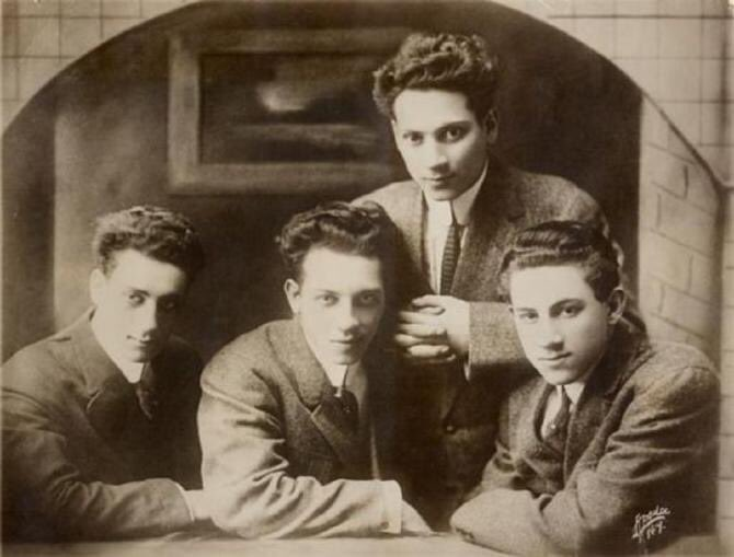 The Marx Brothers as young men - Groucho, Chico, Harpo and Gummo #MarxBrothers #oldhollywood #vaudeville #comedy #comedian #slapstick<br>http://pic.twitter.com/gmGIOdUXgf