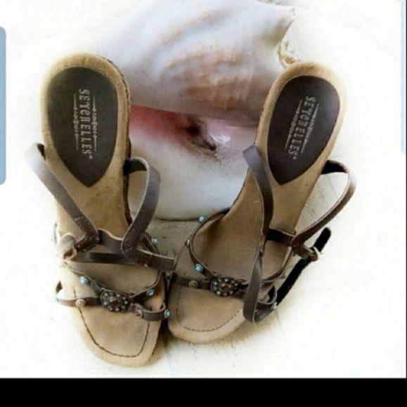 https://poshmark.com/listing/Seychelles-Brown-Wedge-Sandals-5e9c93ca9e1559a46362429c… #seychelles #sandals #womanssandals #poshmark #poshmarkseller #poshparty #ShopMyCloset #poshmarkcloset #womanswear #wedgesandalspic.twitter.com/iy2GsyghzM