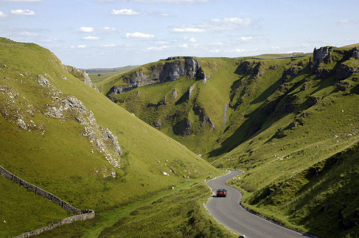 Before coming to the #PeakDistrict please check the current status of our popular car parks 👉  🚘  ✅ Be willing to change your destination if it's busy ✅ Only park in a car parking place ✅ Keep to social distancing