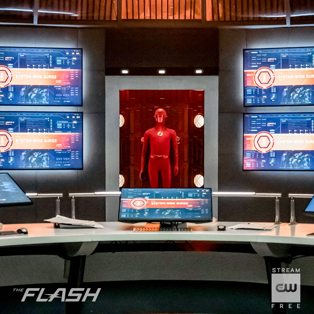 Nothing quite like a super suit. Stream free only on The CW: go.cwtv.com/streamFLAtw #TheFlash