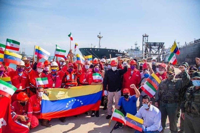 Váyanse al carajo yanquis de mierda, aquí hay un pueblo digno! #VenezuelaVictoriosa #VenezuelaLibre #VenezuelaEsDignidadEnZK youtu.be/DM7qD9ndbRU