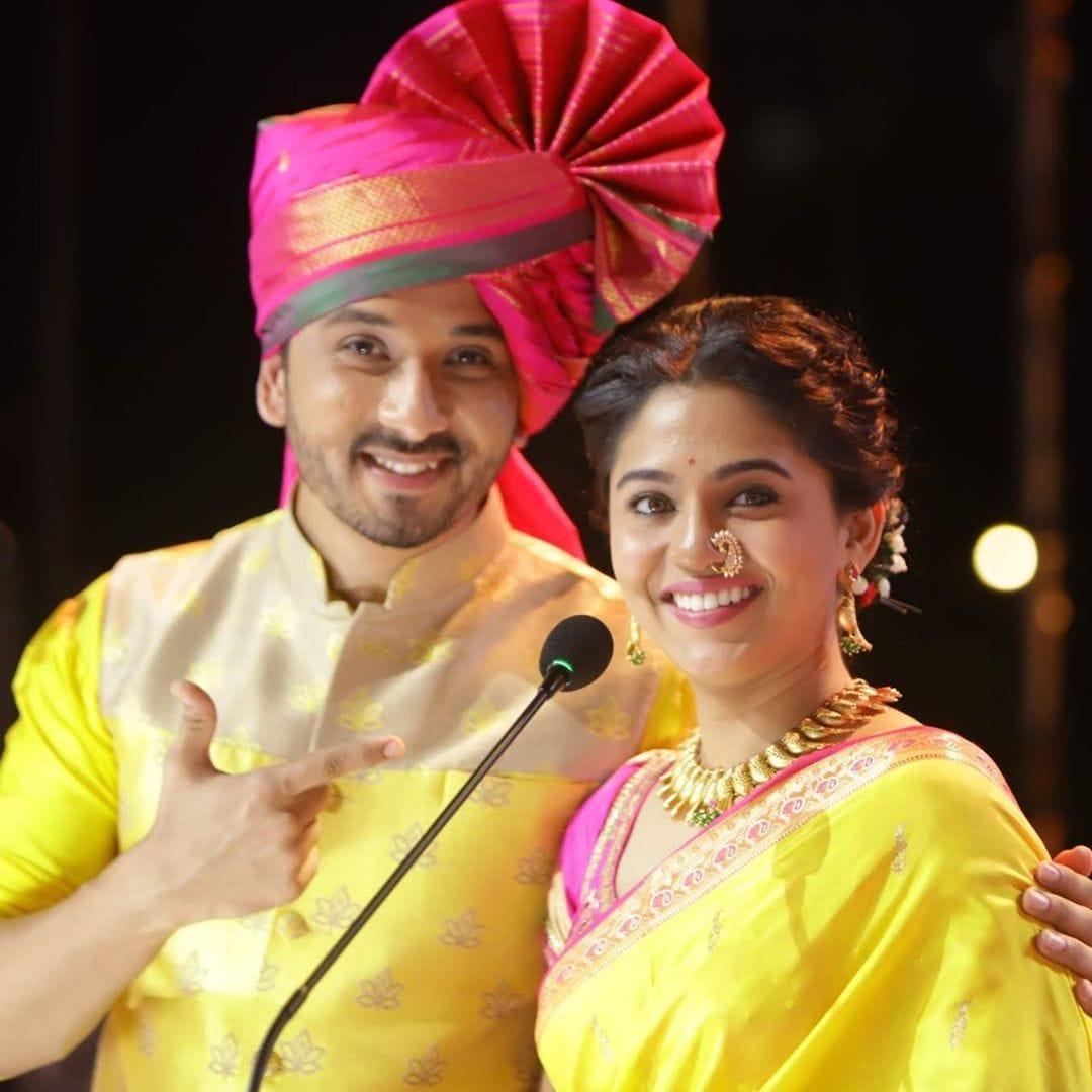 अभिजीत खांडकेकर आणि मृण्मयी देशपांडेची झक्कास जोडी  . . . #actress #marathiactress #marathi #beautiful #gorgeous #cute #marathiabhinetri #maharashtra_ig #marathi_ig #marathimulgi #marathigirls #marathistarspic.twitter.com/4WAOz9vOBD