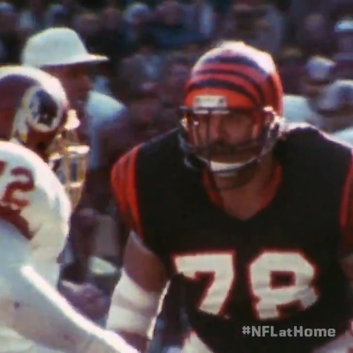 The greatest offensive lineman of all time was also a major receiving threat in the endzone. 😤 #NFLatHome | @AnthonyMunozHOF